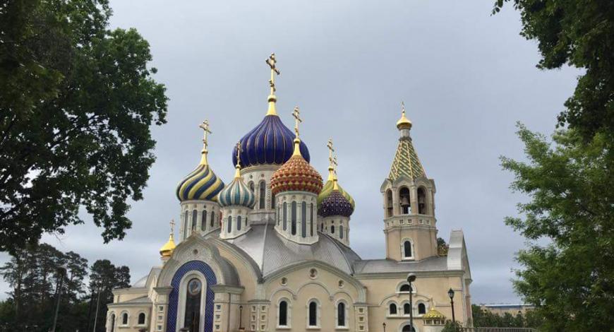 Мироточивый образ в Соборном храме в честь св. кн. Игоря Черниговского.