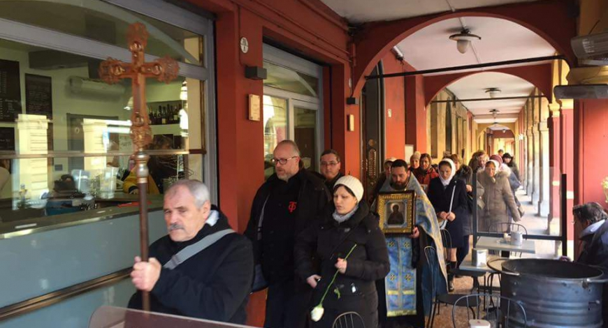 Сегодня после Литургии Крестным ходом из ц. Василия Великого в Покровский храм, Болонья, Италия.