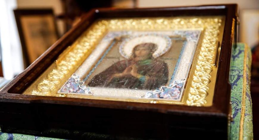 Вчера в Лос Анжелесе побывала мироточивая икона Божьей Матери «Умягчение Злых Сердец».