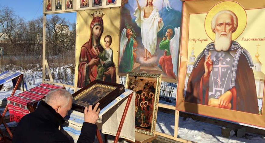 Молебен на месте будущего строительства Богоявленской церкви на Кутузовском проспекте в Москве.