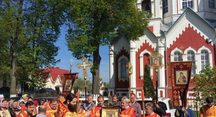Крестный ход ц. Казанской иконы Богородицы в с. Глебово.