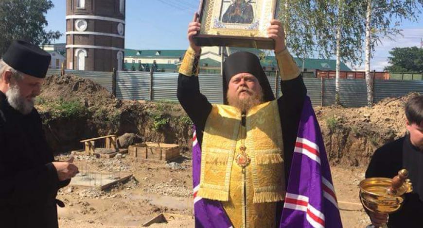 В день Успения Пресвятой Богородицы епископ Рубцовский и Алейский Роман заложил закладные камни в основании строящегося духовно-просветительского центра.