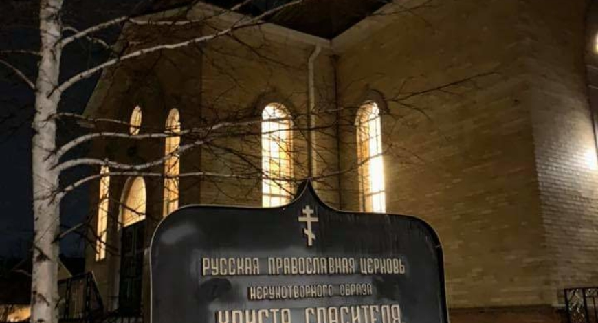 Новости из Лондона. В понедельник вечером состоялся молебен с чтением акафиста пред мироточивой иконой Умягчение злых сердец. Около 70-ти человек молились на службе. (Онтарио,Канада)