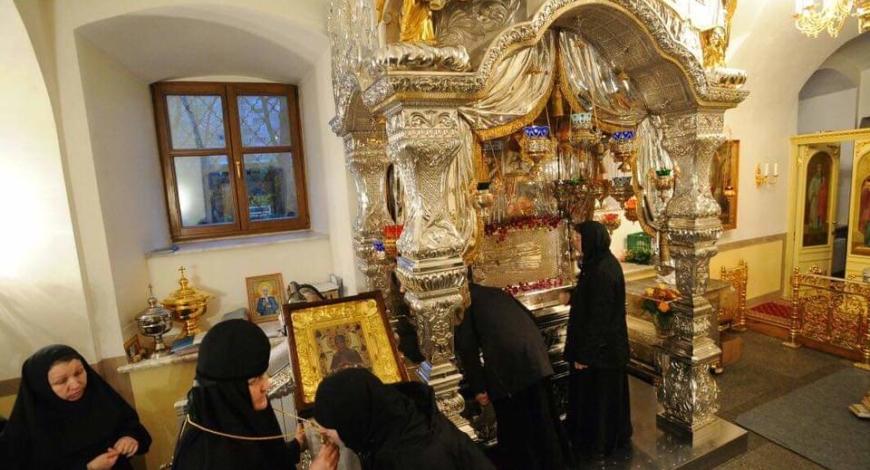 Пресвятая Богородица, спаси нас! Святая блаженная мати наша Матрона Московская, моли Бога о нас!