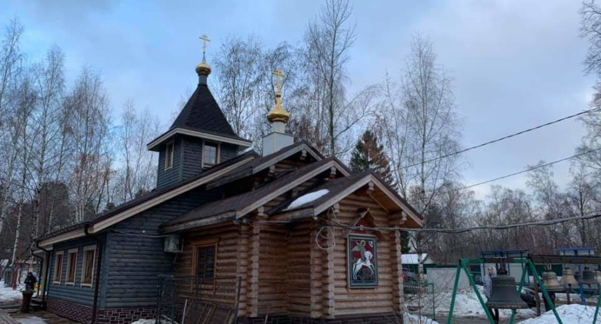 http://www.vao-mos.info/territoriya-goroda/vao/hram-ikony-bozhiej-materi-podozhgli-v-rajone-kosino-uhtomskij.html