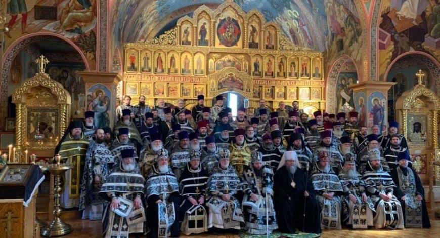 Замечательно прошла Литургия! Собор духовенства, великолепный Хор под руководством маэстро Владимира Горбика! Достойно! Торжественно!