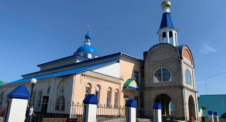 Село Целинное, Алтай. Церковь переделана из сельского клуба.