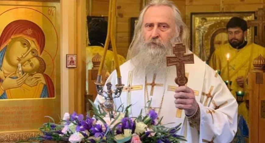 Сегодня в 6.30 утра, викарий Святейшего Патриарха архиепископ Феогност, возглавил Божественную Литургию в нашей маленькой церкви. Слава Богу за всё!