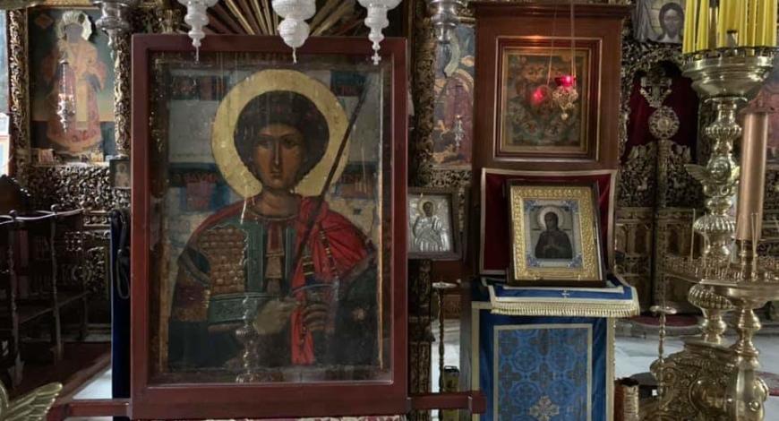У чудотворной иконы Великомученика и Победоноца Георгия. Монастырь Зограф, Афон